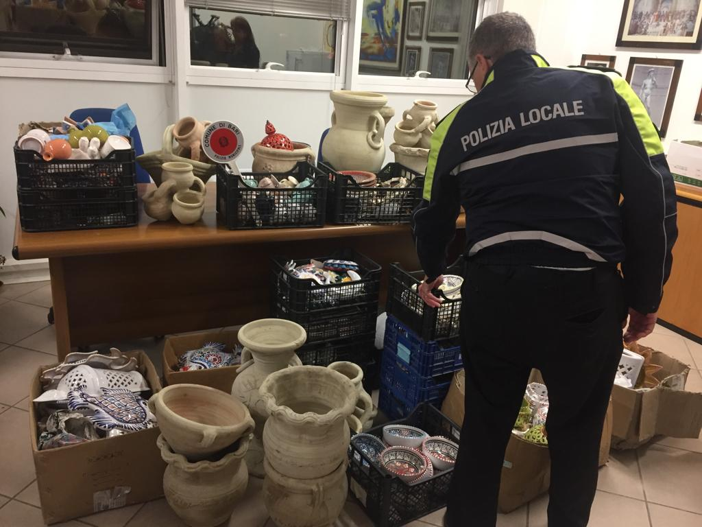 Bari, sequestro di merce e multa per un commerciante