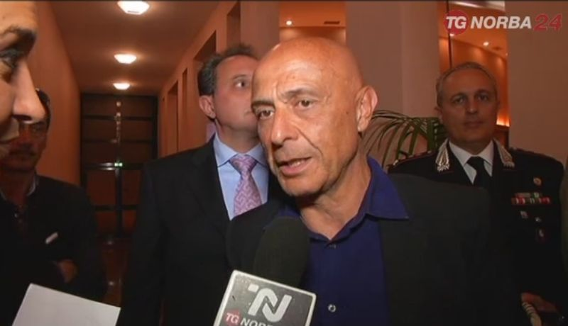 Il ministro Minniti a Gallipoli: forze dell