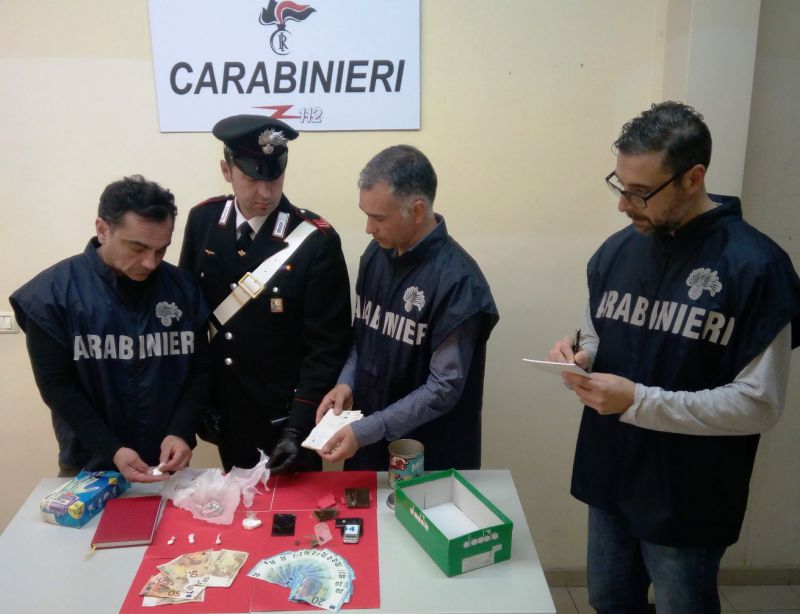 Monopoli: laboratorio droga in casa, arrestato