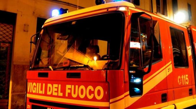 Foggia, attentato incendiario in un bar